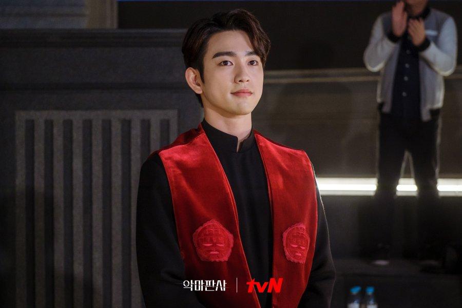 Park Jin Young sebagai Kim Ga-On (Hakim Pendamping) dalam Drama Korea The Devil Judge