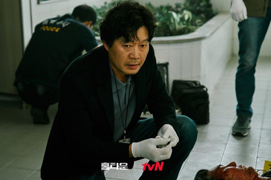 Review dan sinopsis ending drama Hometown. Mencari pelaku pembunuhan dalam drama Hometown. Nonton Drama Hometown sub indo di VIU
